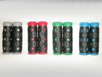 Ручки на руль детские 2661-38 в ромбик (2 цвета) 90 мм КОРОТКИЕ!!!